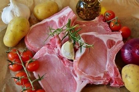 【ベジタリアン・ヴィーガン】が肉を食べないのはなぜ?環境に悪い激安肉の裏側